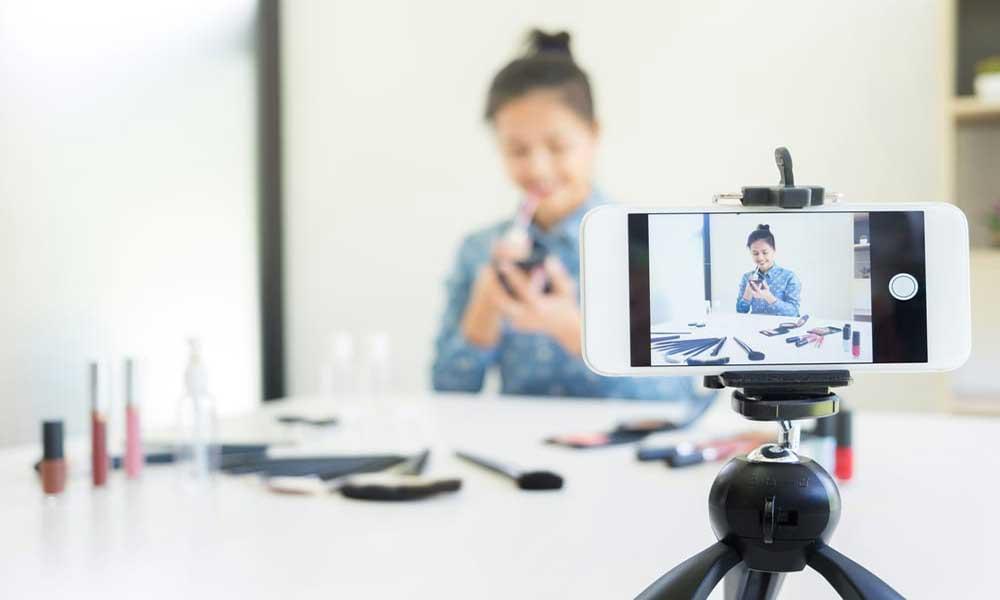 نقش اینفلوئنسر ها و بلاگرها در تجارت آنلاین